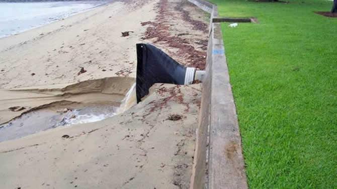 应用于沙滩的鸭嘴阀