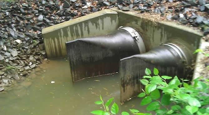 城镇排水管末端的鸭嘴阀