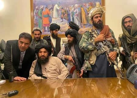 塔利班进入阿富汗总统府